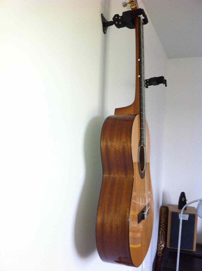 guitare classique luthier simon bour vendre. Black Bedroom Furniture Sets. Home Design Ideas