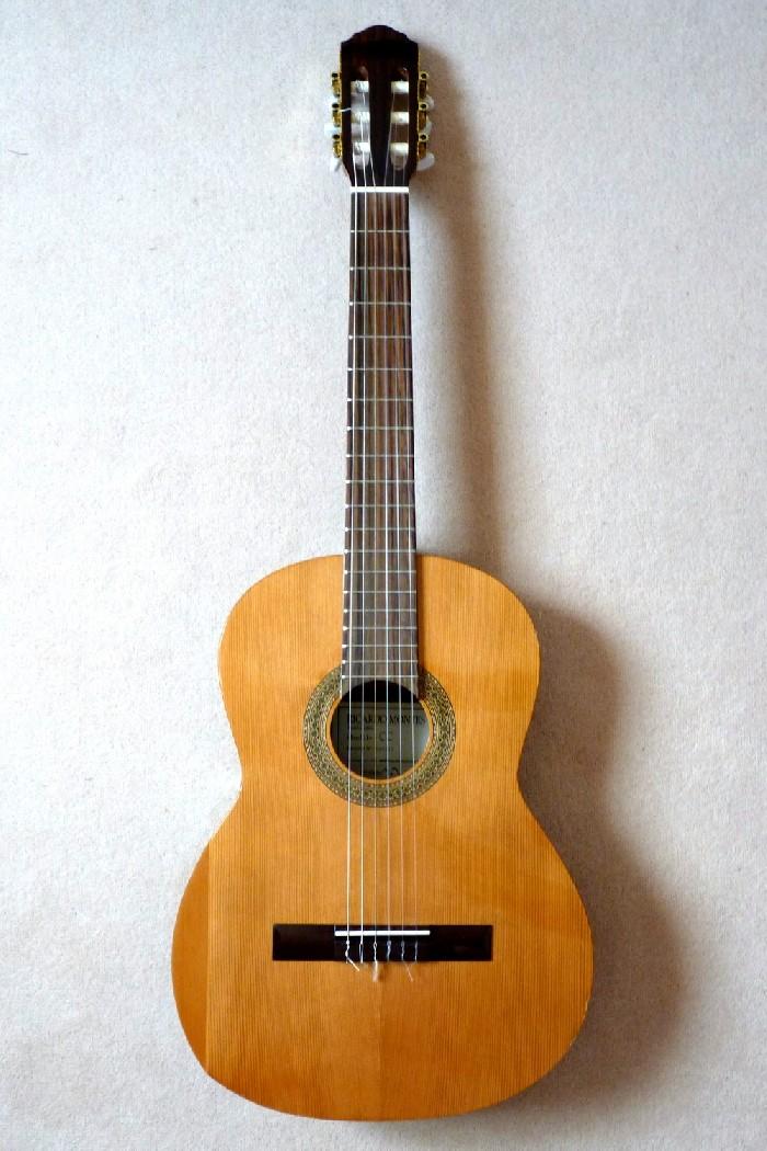 guitare classique cc vendre. Black Bedroom Furniture Sets. Home Design Ideas