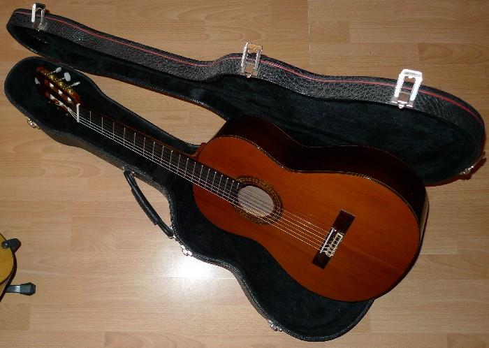 guitare classique cuenca 50r vendre. Black Bedroom Furniture Sets. Home Design Ideas