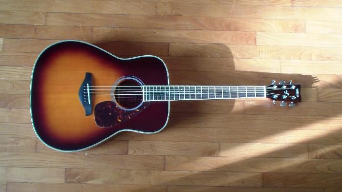 Guitare folk acoustique Yamaha FG720S à vendre