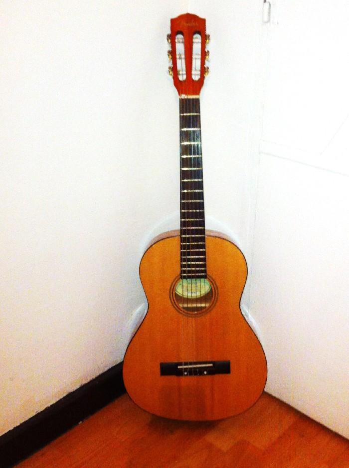 guitare classique fender esc80 vendre. Black Bedroom Furniture Sets. Home Design Ideas