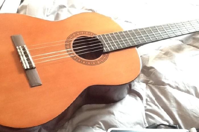 Guitare classique Yamaha CS40 à vendre