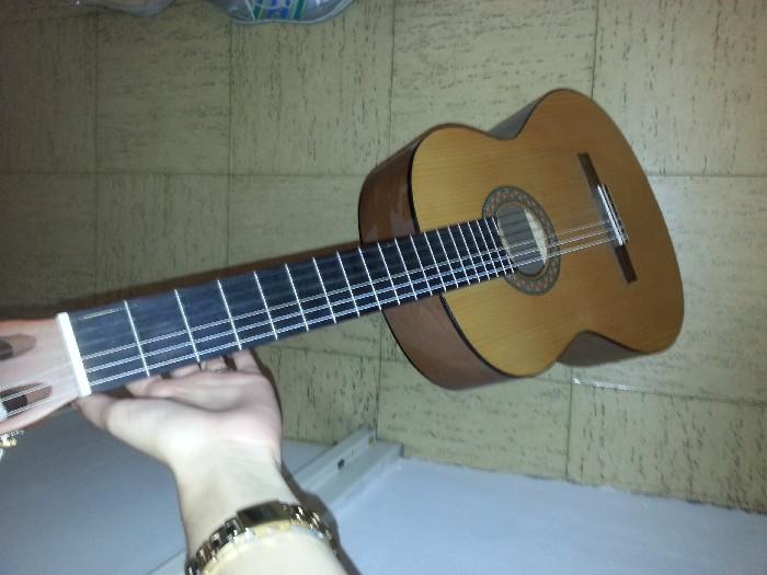 guitare classique yamaha vendre. Black Bedroom Furniture Sets. Home Design Ideas