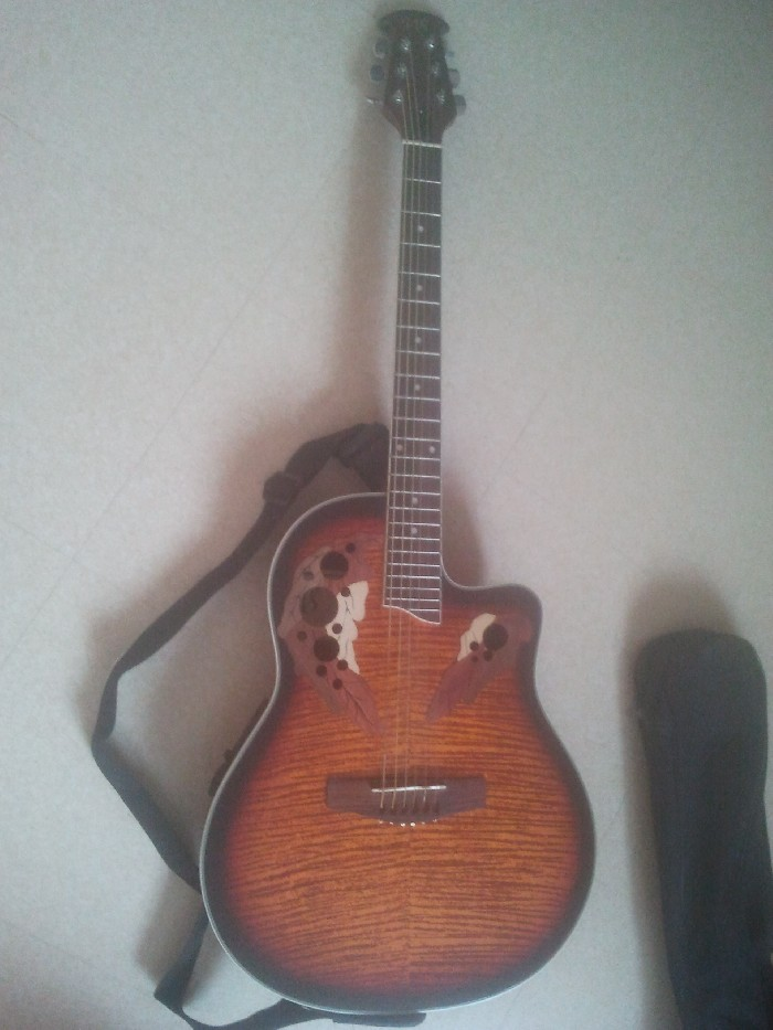 Guitare folk électro-acoustique Type Ovation à vendre