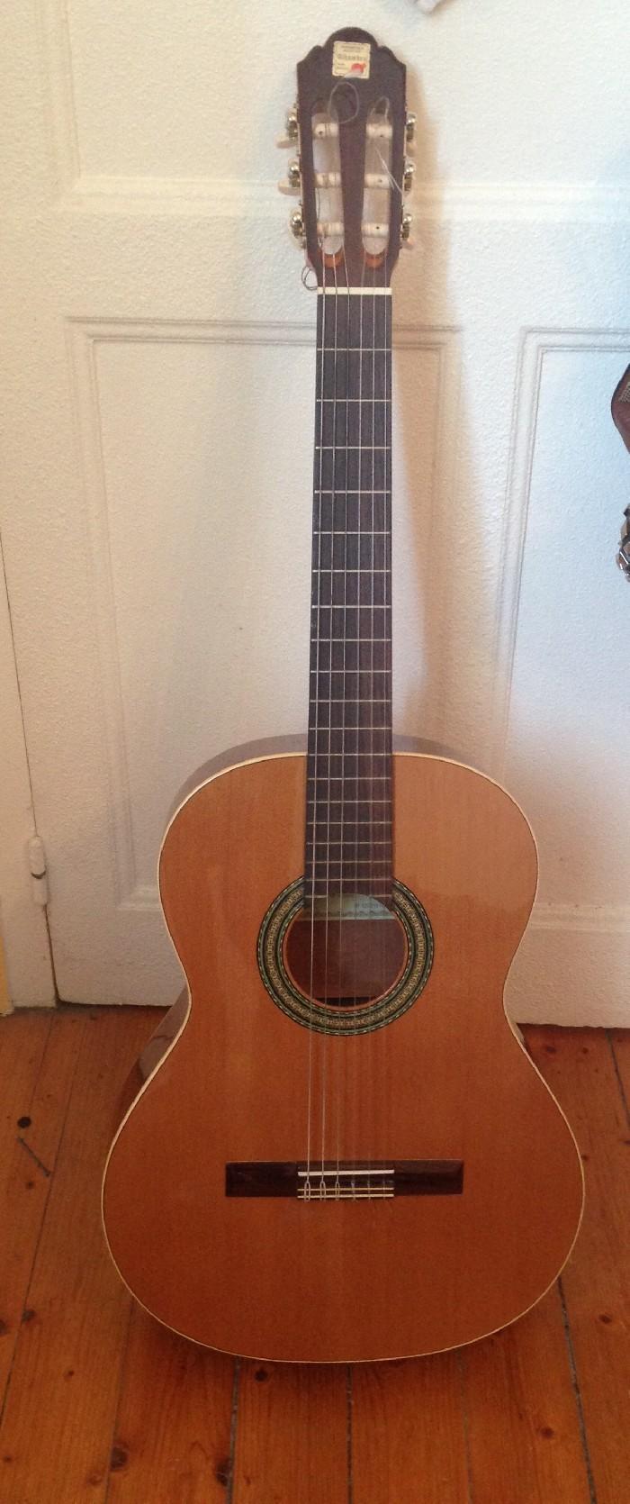 guitare classique alhambra vendre. Black Bedroom Furniture Sets. Home Design Ideas