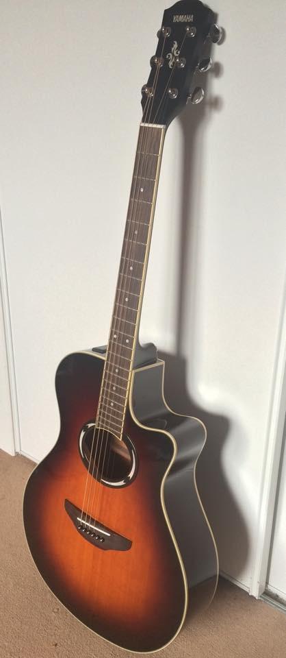 Guitare folk électro-acoustique Yamaha APX500II à vendre