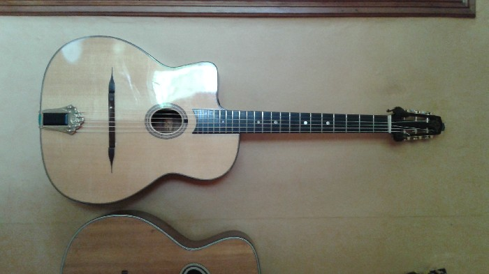 guitare gaucher manouche