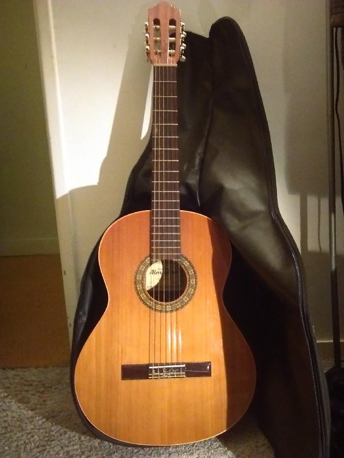 guitare classique almansa 401 vendre. Black Bedroom Furniture Sets. Home Design Ideas