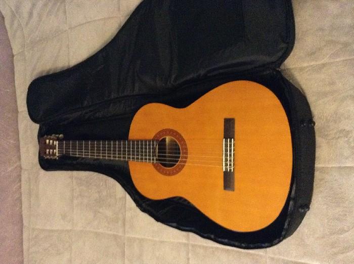 guitare classique yamaha c40 vendre. Black Bedroom Furniture Sets. Home Design Ideas