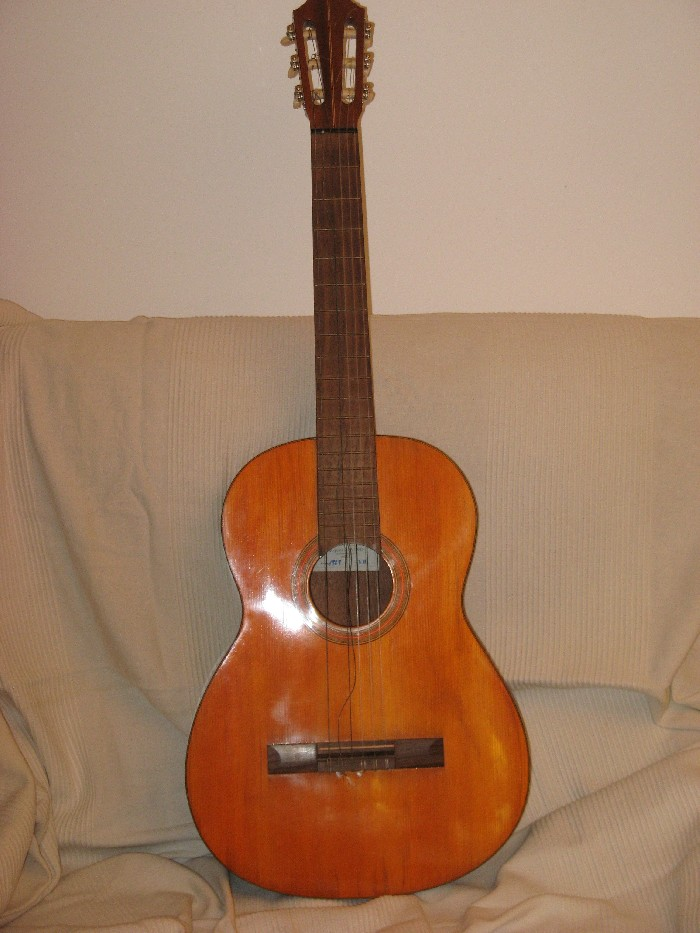 guitare classique vendre. Black Bedroom Furniture Sets. Home Design Ideas