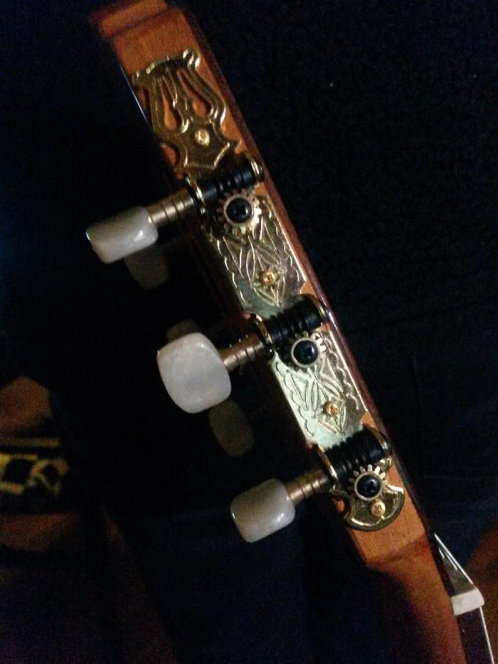 Guitare classique Prudencio Saez à vendre