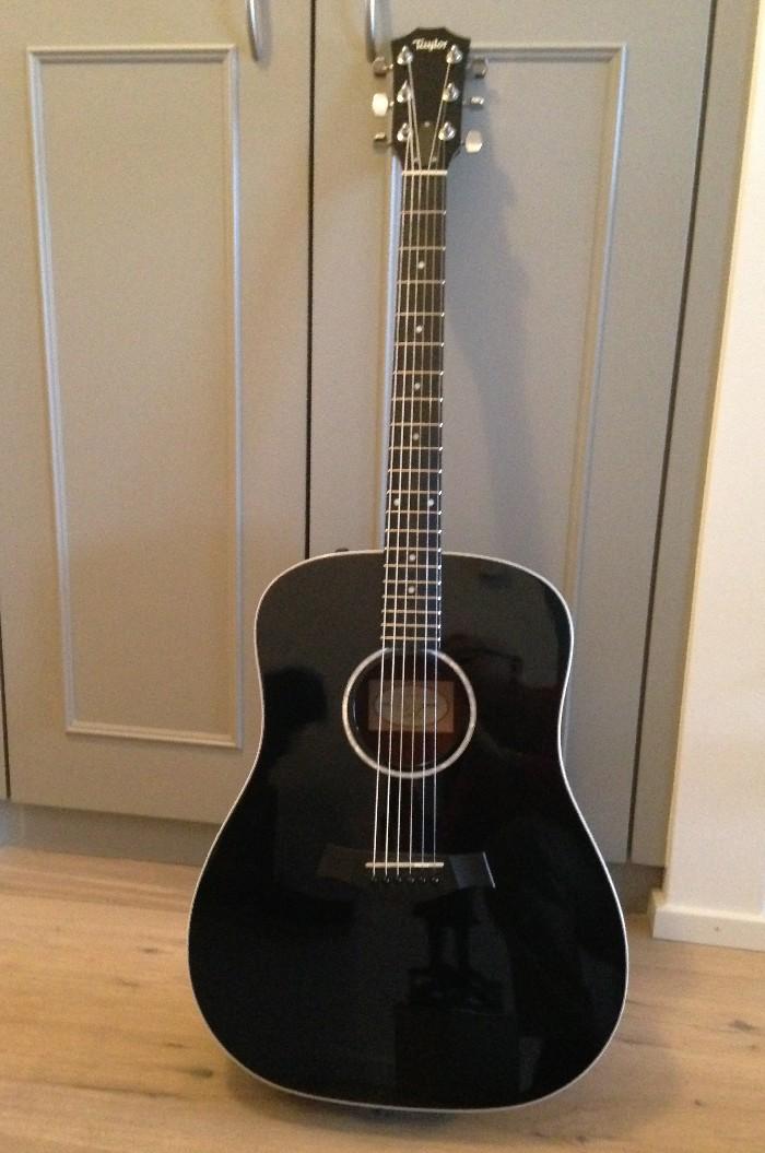 guitare folk lectro acoustique taylor 210e blk vendre. Black Bedroom Furniture Sets. Home Design Ideas