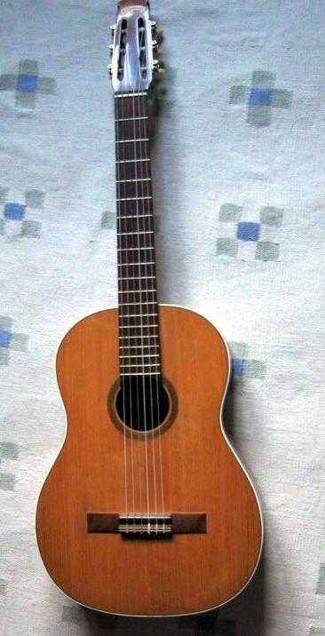 guitare classique carbonell vendre. Black Bedroom Furniture Sets. Home Design Ideas