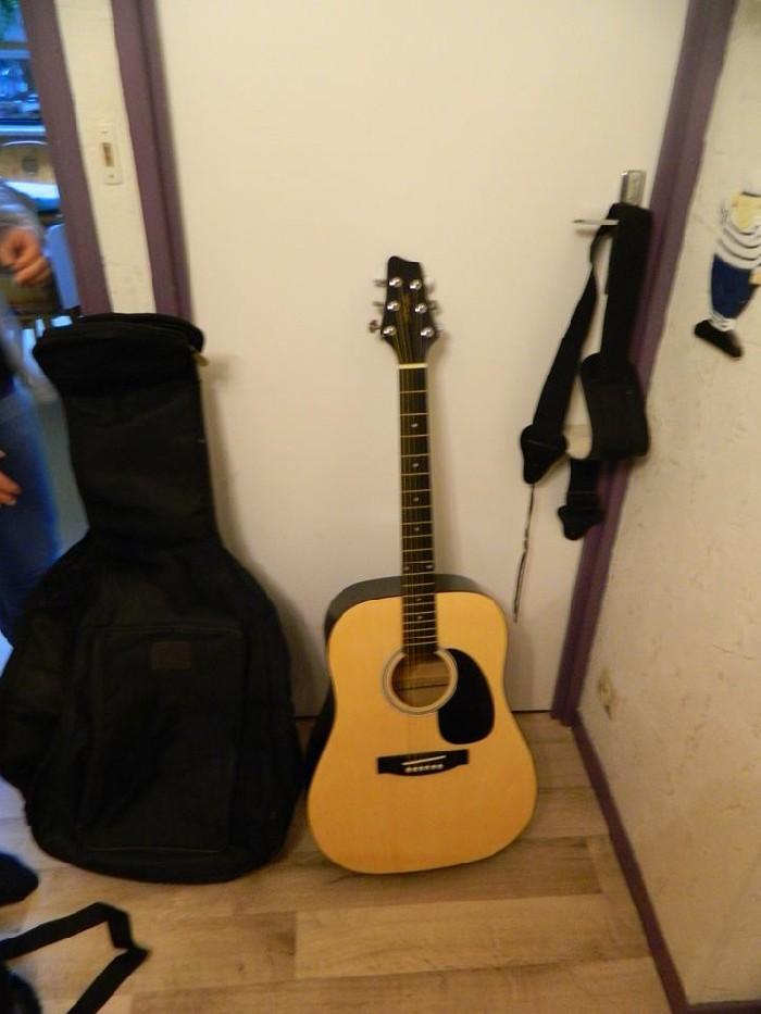 Guitare folk acoustique sw201 stagg vendre for Housse guitare folk