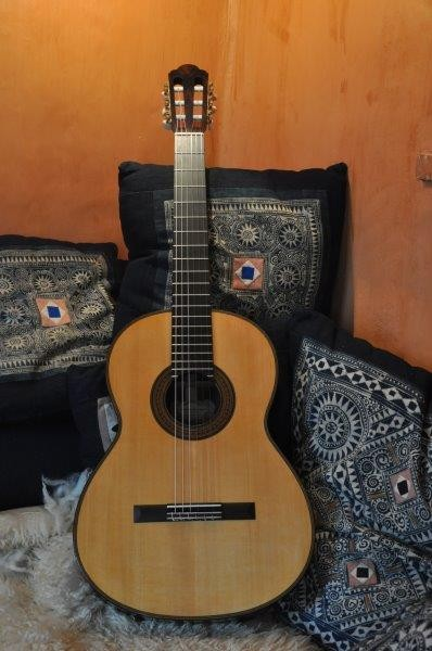 guitare classique concert vendre. Black Bedroom Furniture Sets. Home Design Ideas