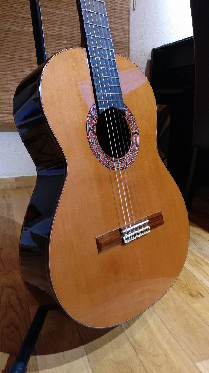 classical guitar alhambra 4p for sale. Black Bedroom Furniture Sets. Home Design Ideas