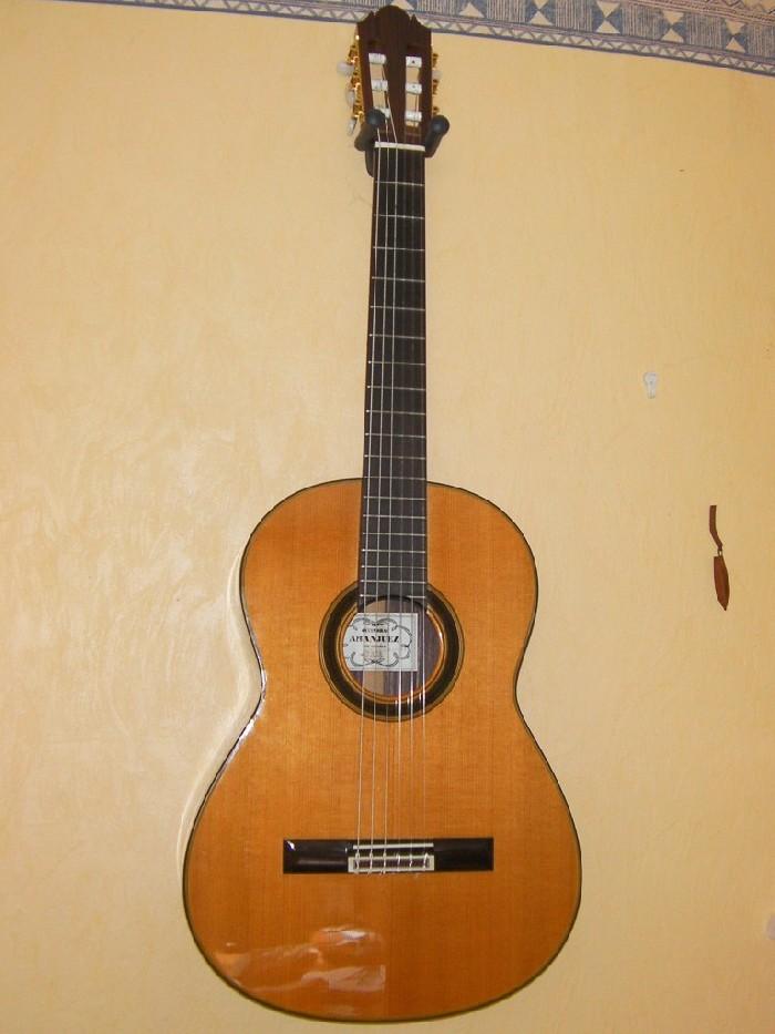 guitare classique aranjuez vendre. Black Bedroom Furniture Sets. Home Design Ideas