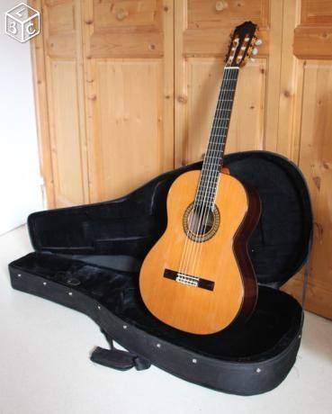 guitare classique cuenca vendre. Black Bedroom Furniture Sets. Home Design Ideas