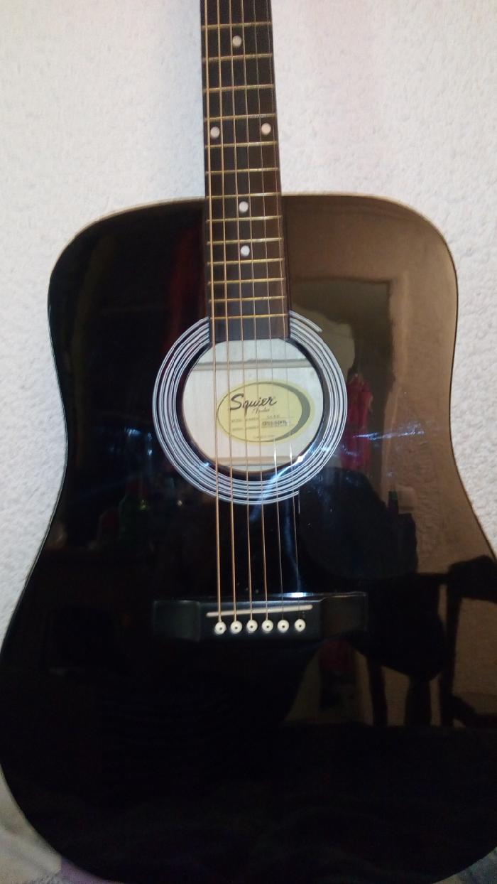 guitare classique squier fender vendre. Black Bedroom Furniture Sets. Home Design Ideas