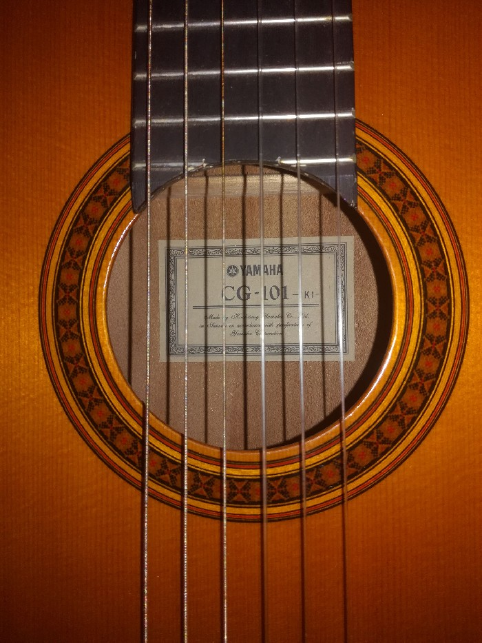 guitare classique yamaha cg 101 kj vendre. Black Bedroom Furniture Sets. Home Design Ideas