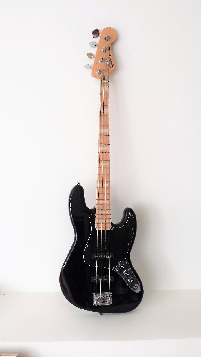 electric bass fender squier jazz bass for sale. Black Bedroom Furniture Sets. Home Design Ideas
