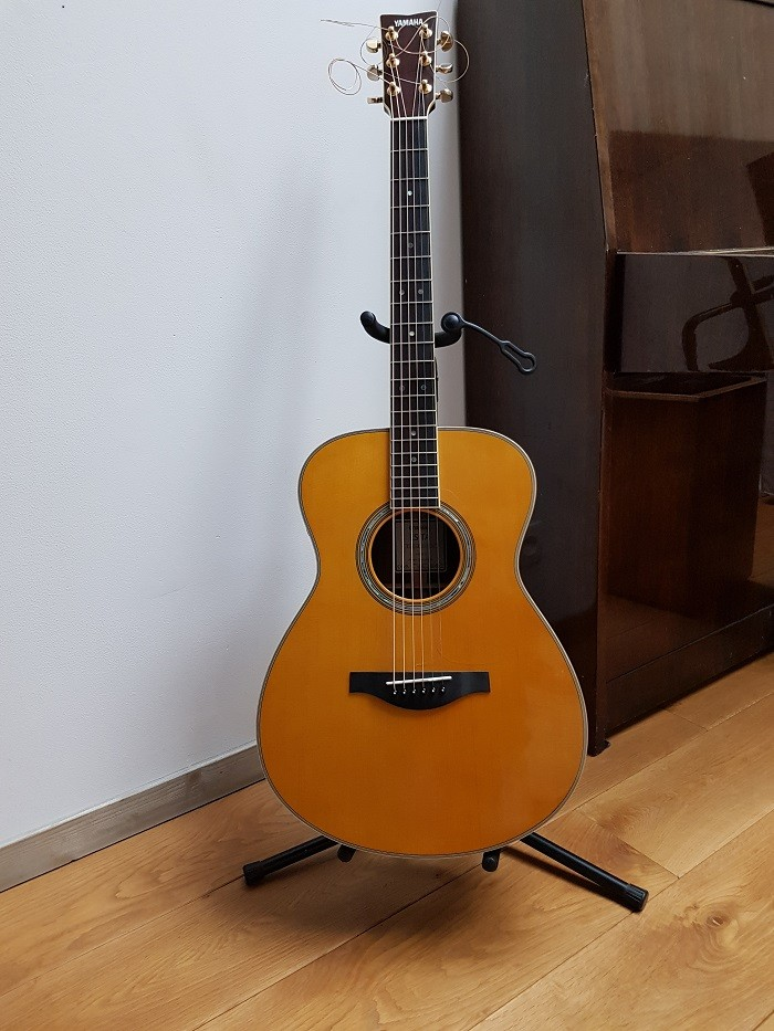 Guitare folk lectro acoustique yamaha ls ta vendre for Yamaha ls ta