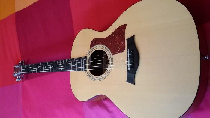 guitare folk acoustique taylor vendre. Black Bedroom Furniture Sets. Home Design Ideas