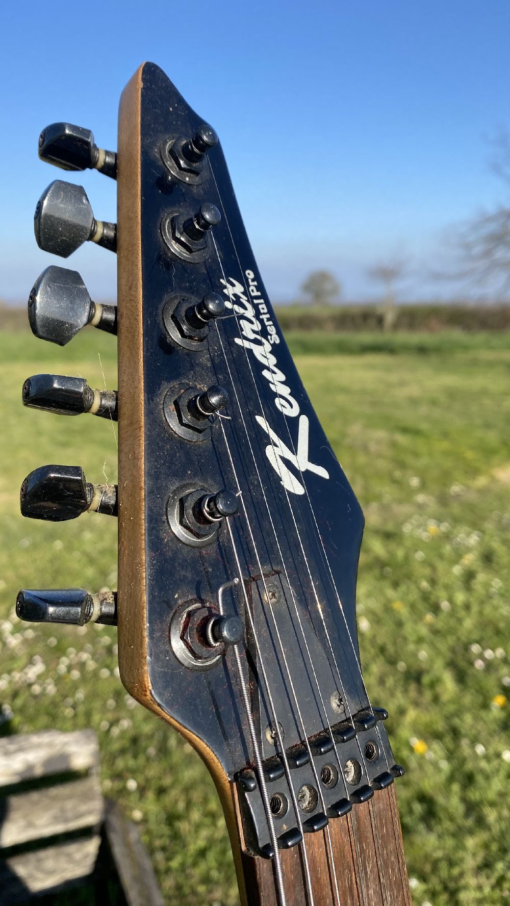 Guitare électrique solid body Kendrix Serial Pro à vendre